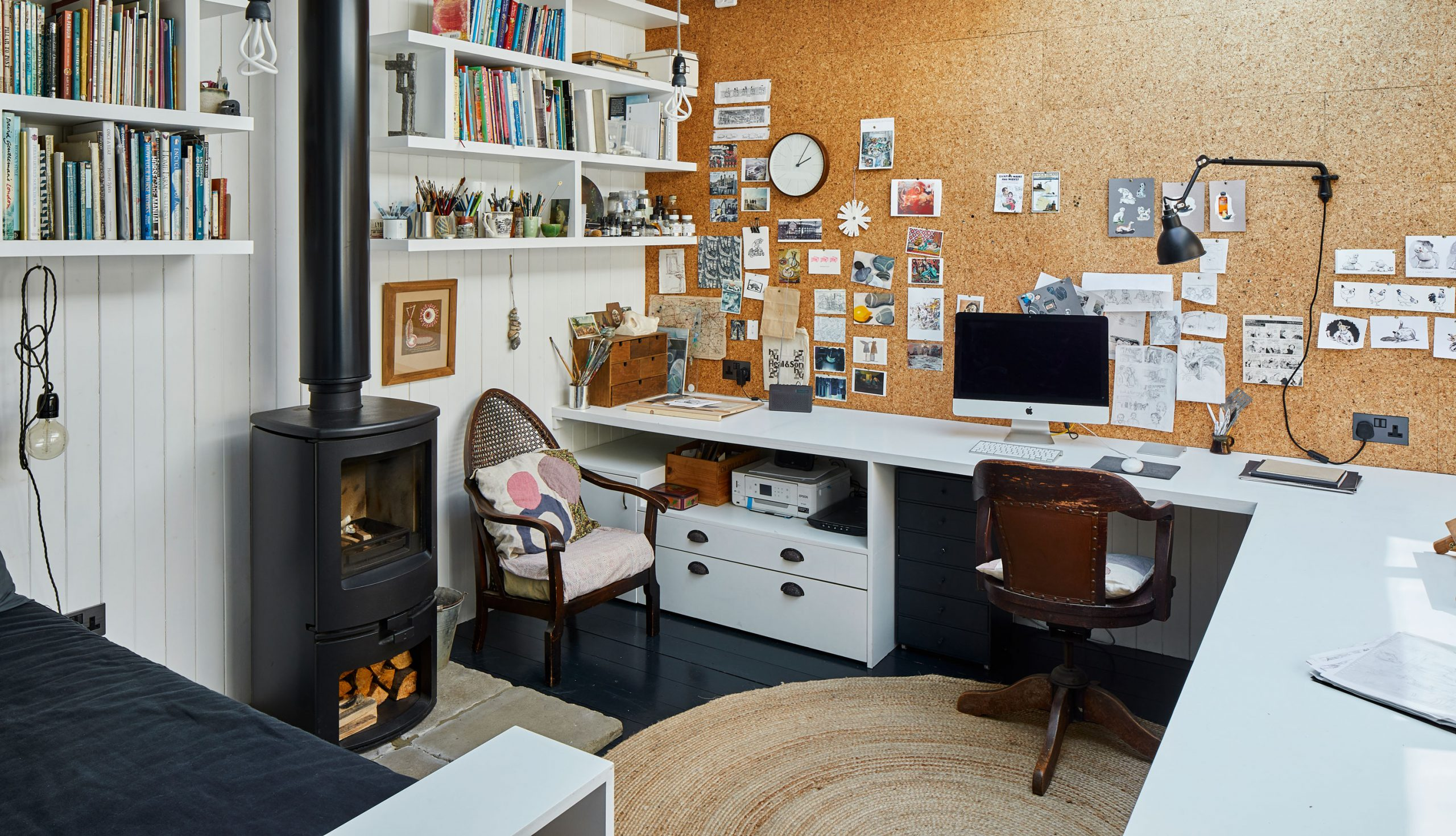 Storage in Manchester? Create Your Perfect Home Office With These 5 Tips