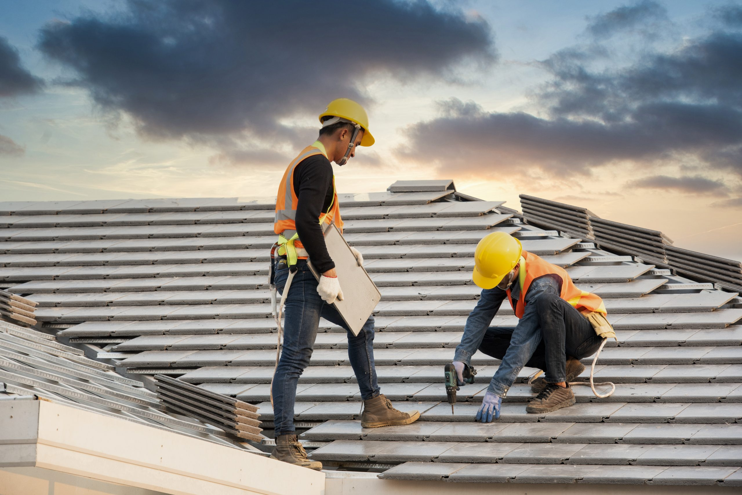 4 Benefits Of Hiring A Professional Roofing Company - HouseAffection