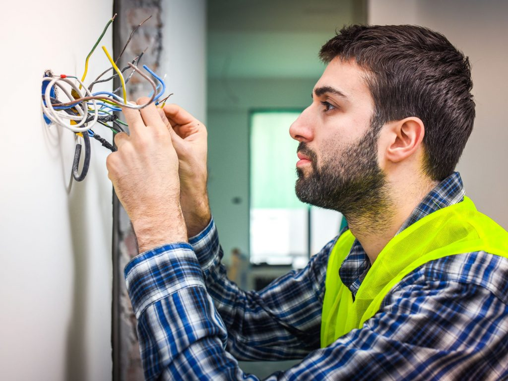 6 Useful Tips for DIY Household Electrical Repairs
