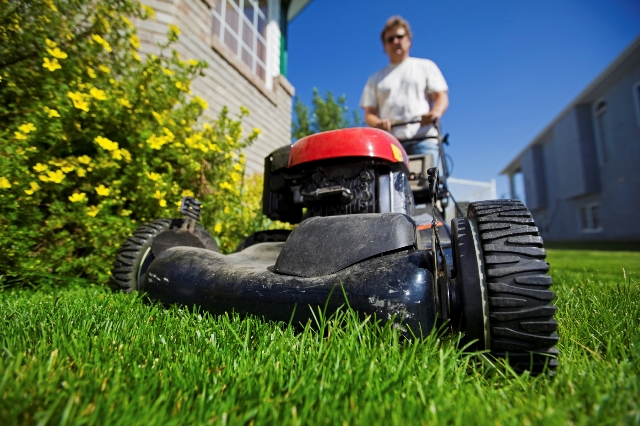 The Commons Issues with Self-Propelled Mowers and How to Fix Them
