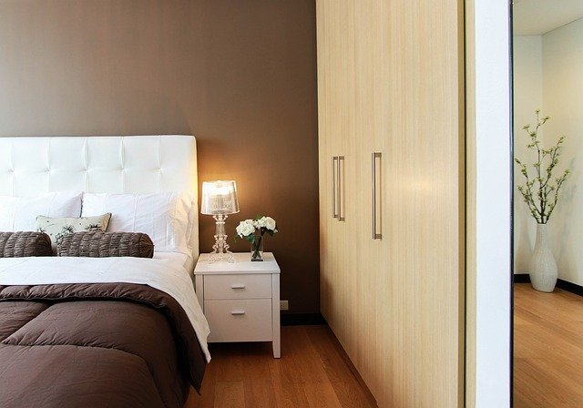 How to Set Up a Beautiful Bedroom for Guests