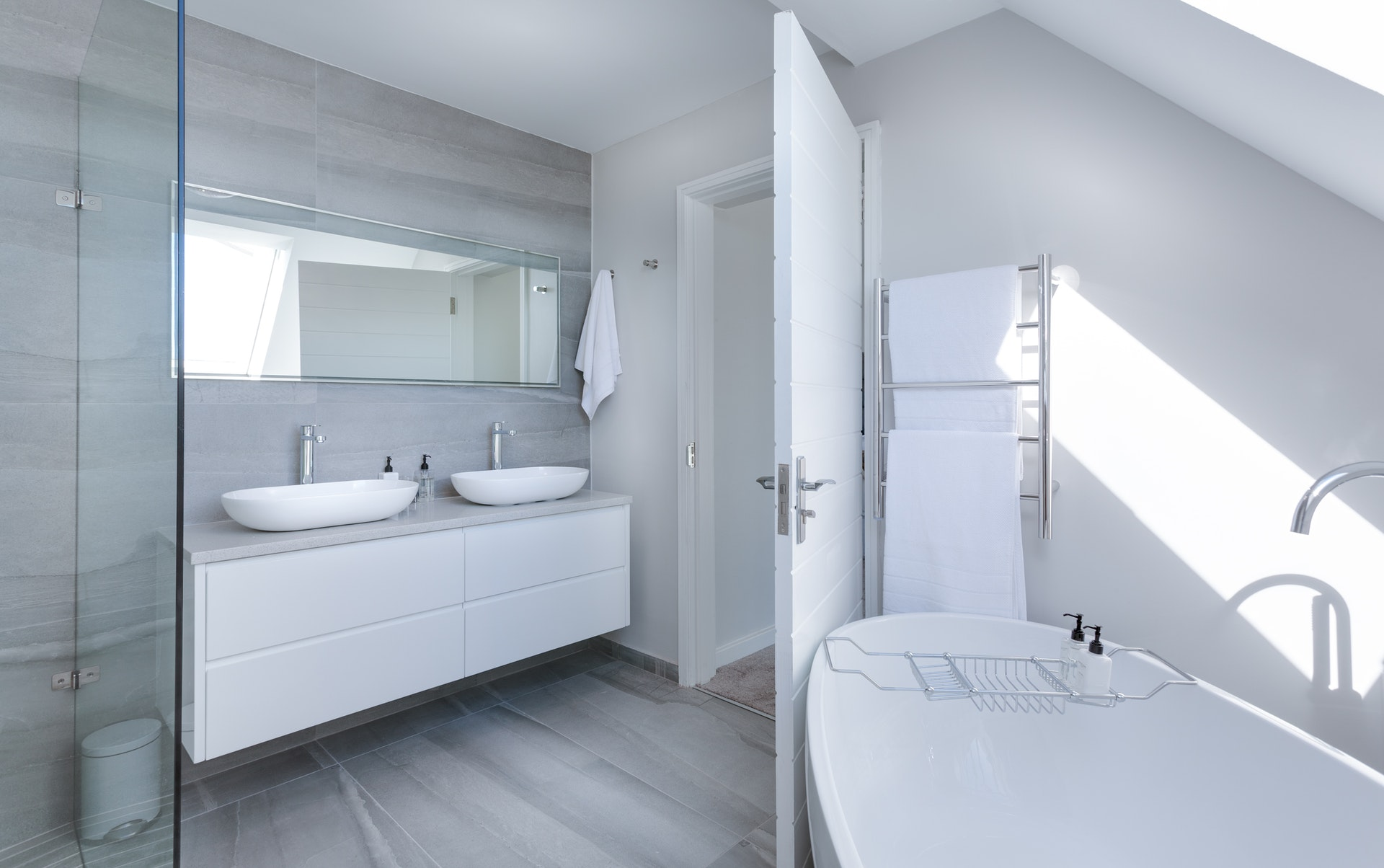 Making Necessary Changes: The Advantages of a Bathroom Remodel