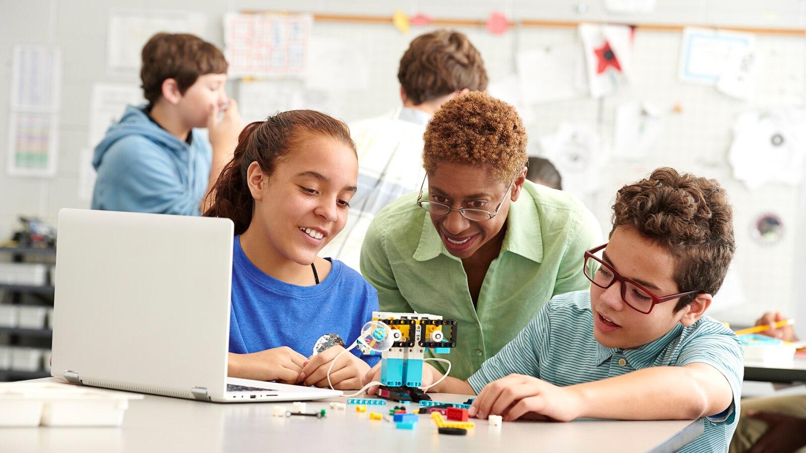 Решения для STEAM и STEAM обучения | LEGO® Education