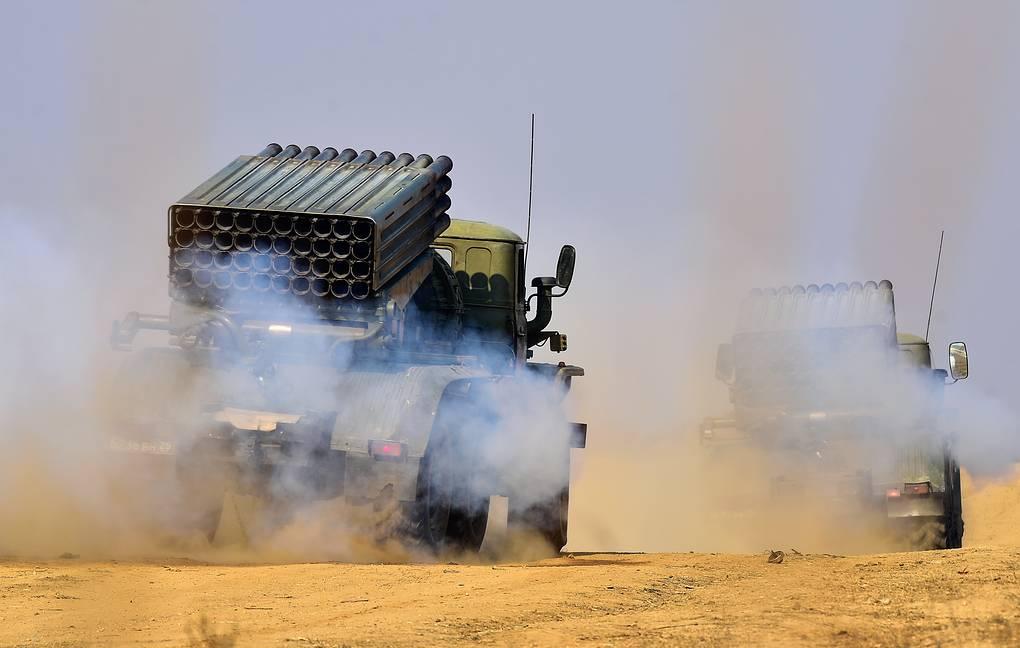 Russian artillery troops in Tajikistan practice fire under ...