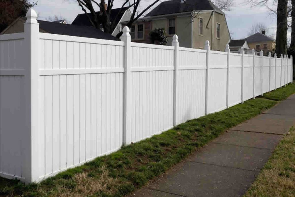 Building a New Fence? 3 Qualities to Look for in a Fencing Contractor
